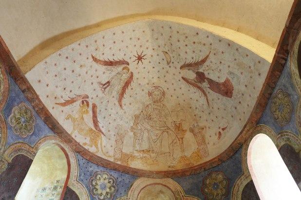 Plafond du choeur de style roman, allégorie des 4 évangélistes