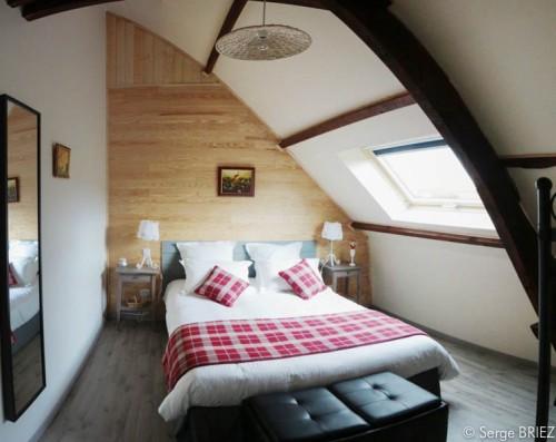 Chambre Lot lit double en 160 cm une décoration champêtre en rouge et blanc