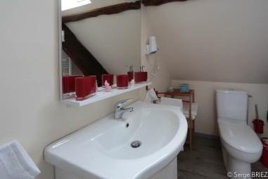 La chambre Lot : salle d'eau.